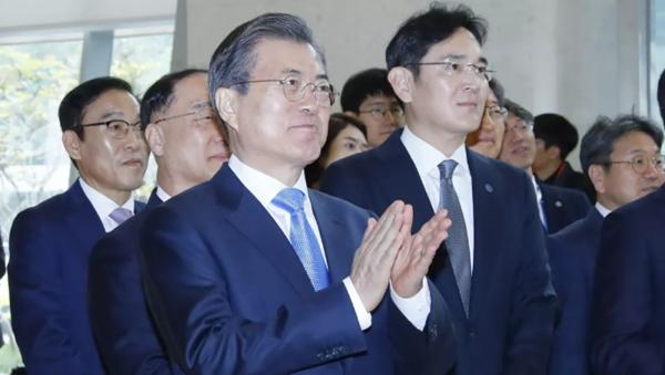 """贸易战100天,日韩高官首次""""面谈"""",韩国打了三张意味深长的牌"""