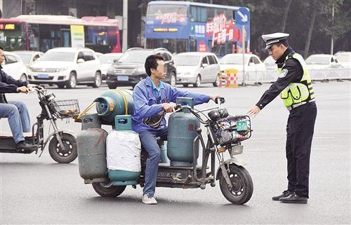 福州将禁行电动自行车 将启用新