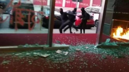 香港局势走到十字路口,警察遭暴徒割颈是一个风向标