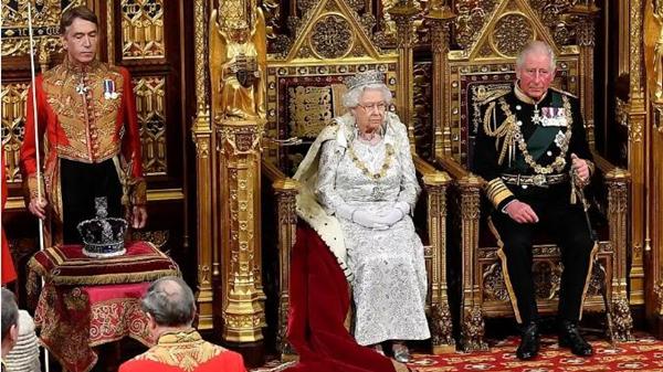 别低头,皇冠会掉!被女王diss太重的帝国皇冠竟然还不是最重的!