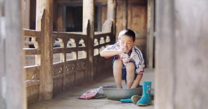 苏宁、成美慈善基金会关注藏区儿童  旺扎的雨靴公益在行动