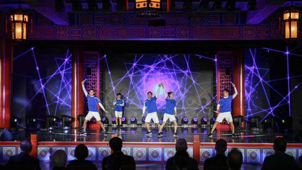 感受体育科技魅力 期待上海未来发展 市长咨询会嘉宾品味多元海派文化