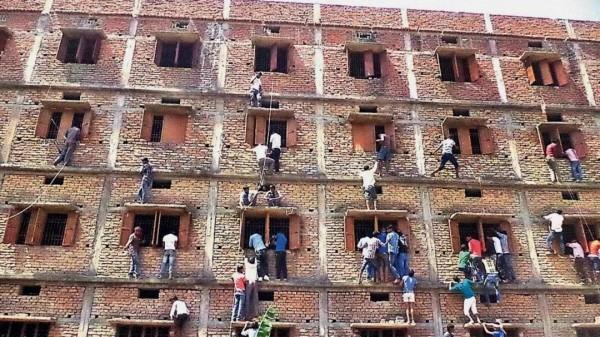 头戴纸箱进考场、家长给考生递条子,录取率只有哈佛五分之一...印度学校太奇葩