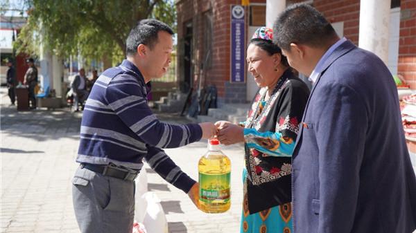 守住上海干部的精气神  ——记上海援疆前指干部人才组组长权良余