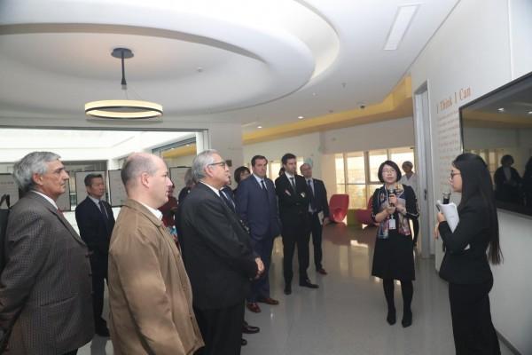 """2019进博会即将开幕 """"蒙牛时间"""" 五大洲同步"""