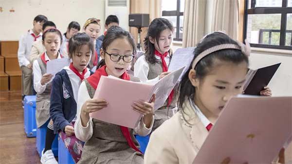 上海最晚回家的孩子,身后有最爱他们的人 | 践行嘱托一年间