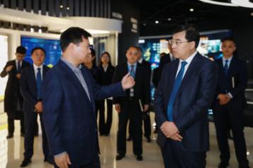 张近东与伊利集团董事长潘刚会面 双方战略合作再升级