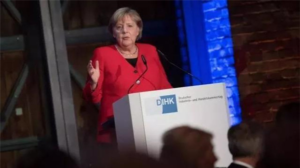 默克尔鞠躬尽瘁,她的反冷战之词特朗普听到了吗?