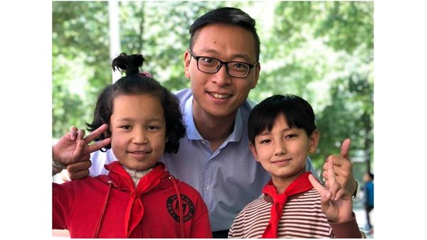 小陈局长的情牵学子梦 ——记上海第九批援疆干部、莎车县教育局副局长 陈侃俊