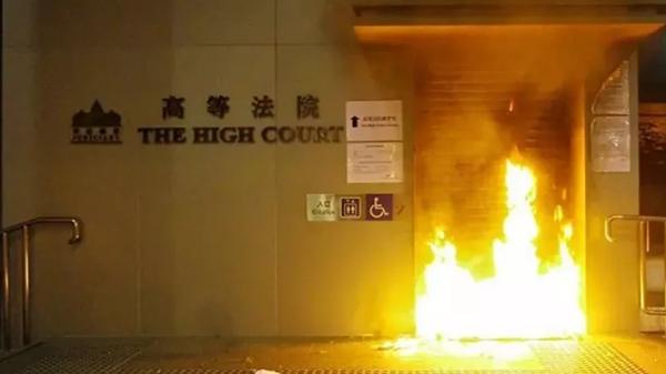 高等法院、终审法院门前这把火能否把纵暴的香港法官烧醒?