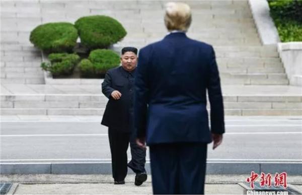 """朝鲜不断试验!美国""""人格分裂""""!这个圣诞,美韩会收到什么半岛""""大礼包""""?"""