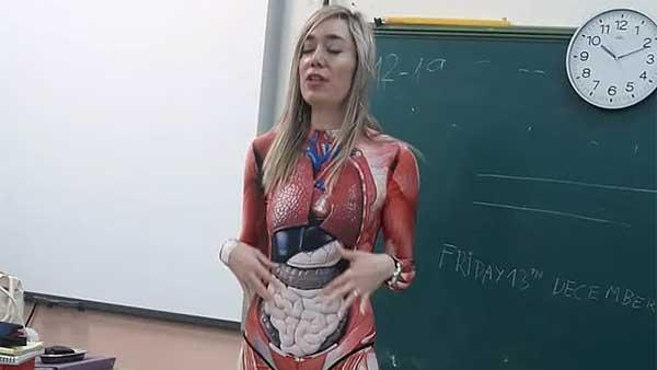 西班牙老师穿着这件衣服来上课,学生们惊呆了!这年头,老外圣诞血拼,开始转战中国电商平台了