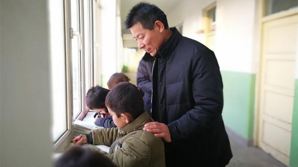 为了那片片枣红——记上海第九批援疆干部、泽普县教科局副局长 周小龙