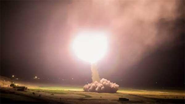 """导弹突袭+推特喊停,今晨这出""""复仇记"""",是伊朗泄愤还是大战序幕?"""