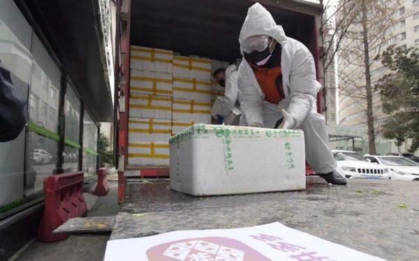拼多多100吨蔬果直送武汉4家医院食堂 保障4600知名名医护一个月所需