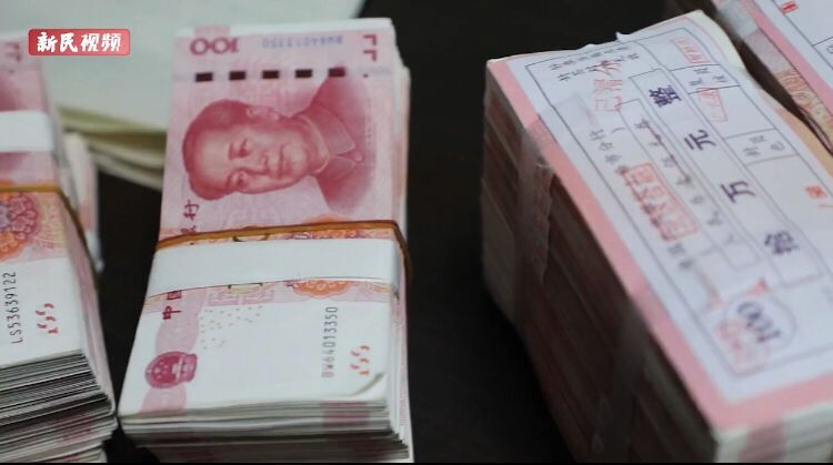 上海爷叔倒了2部公交车,捐出30万元现金!全部积蓄的三分之一