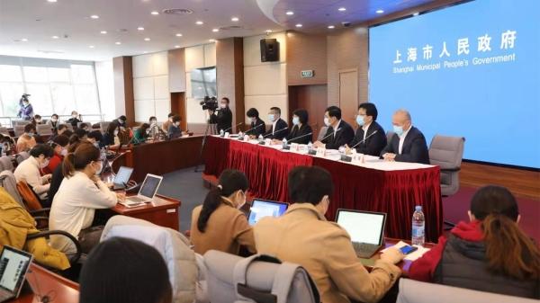 疫情防控发布会   华东民航局:延期返校学生实施机票免费退改