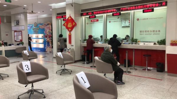 """招商银行上海各网点多举措开展""""抗疫""""特殊服务"""