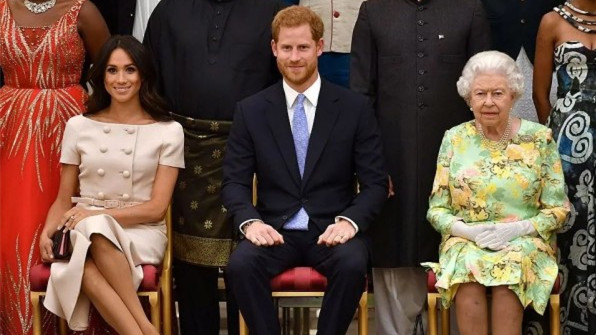 """自创品牌不能用""""王室""""招牌了!急红眼的梅根,居然开始diss女王"""