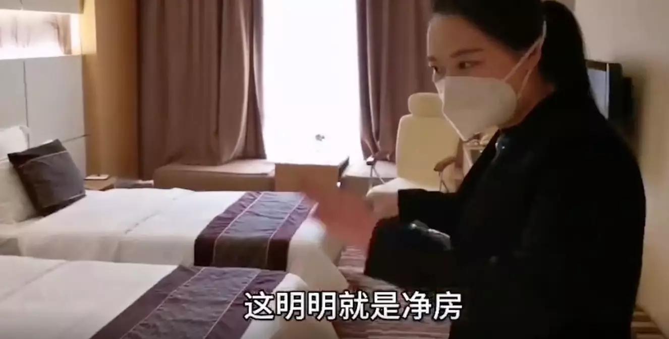 环卫工人退房后,武汉酒店经理打开门当场落泪,只因这一幕…