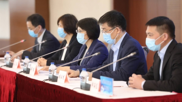 疫情防控发布会   上海市卫健委:还没到摘口罩的时候!