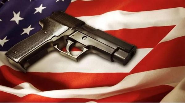 出現新冠肺炎死亡病例,別國國民囤口罩囤口糧,美國人卻搶起了……槍!?