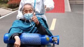 还记得落日余晖老爷爷吗?中山医院传来消息:87岁的他可以下床啦!