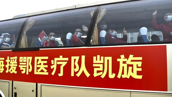 视频 | 跨越800多公里,他们回来了!上海又一批援鄂医疗队抵沪