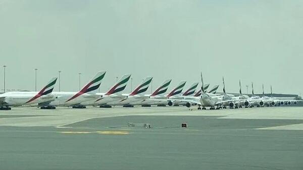 全球50多家航司停飞,14家机场关闭,跑道变停机场