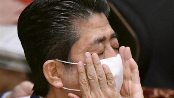 """""""安倍口罩""""横空出世,啪的一声崩断了日本人最后的忍耐"""