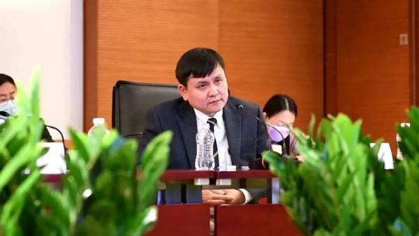 张文宏提醒在欧同胞:轻症病人身体出现这个信号,赶紧去找ICU病房