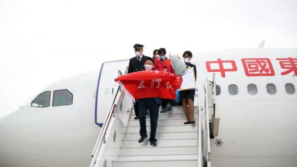 """疫情颠覆人生:上海第一位""""逆行者""""钟鸣的武汉75日"""