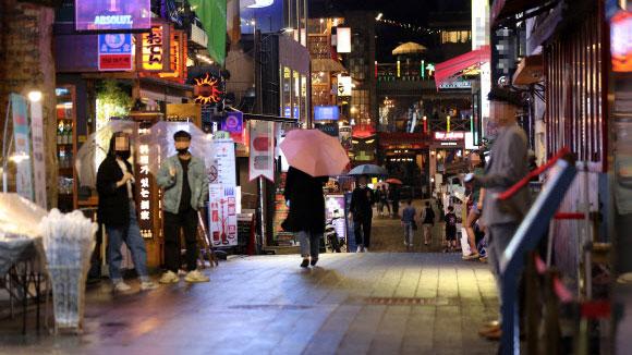 韩国老师隐瞒夜店行程去上课致21人确诊,中国夫妇也被感染