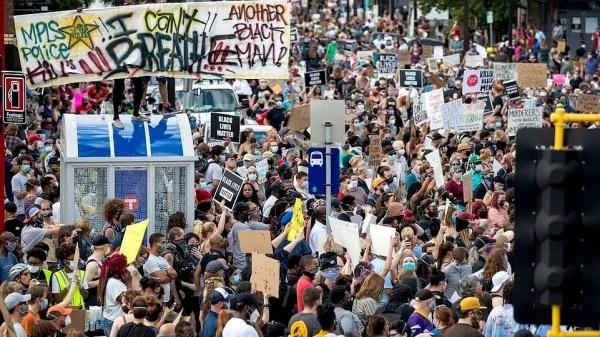 """一起暴力执法居然演变成多地暴乱!当""""白宫沦陷"""",特朗普又想起了中国……"""