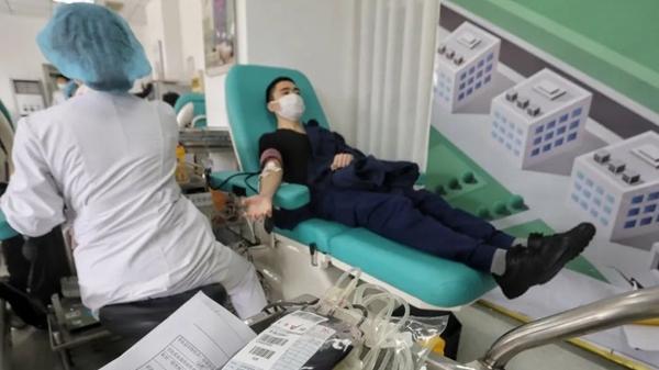 """张文宏:""""捐出去的血,一定是救人命的!"""" @热血蒙面侠,谢谢你们!"""