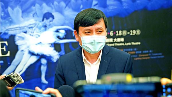 视频 | 张文宏观看《天鹅湖》预演:我看到的是抗疫的成果
