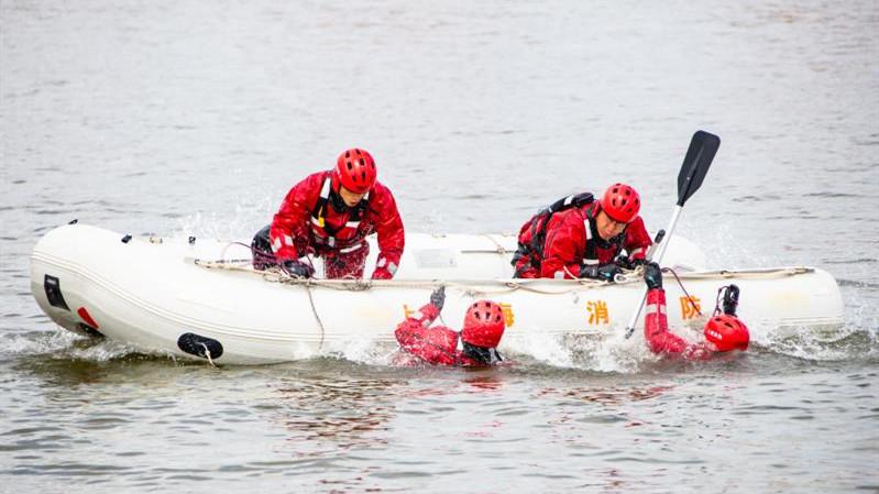 视频 | 汛期到来 水域救援练兵忙
