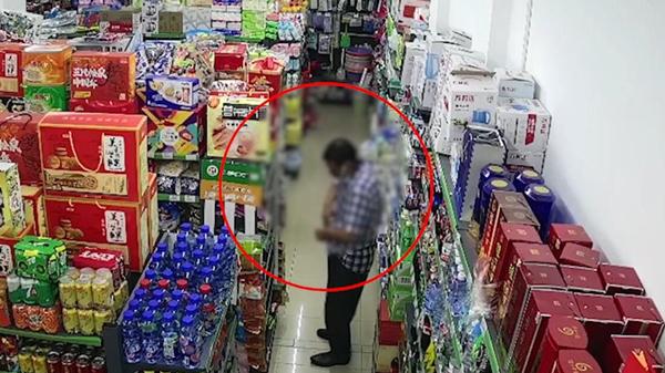 视频 | 进货全靠偷!上海一对夫妻摆地摊,200多件货没花一分钱