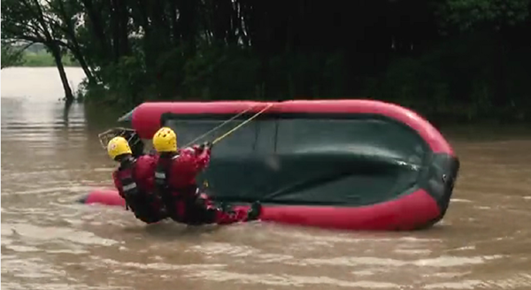 视频|冲锋舟翻覆怎么办?消防救援力量的这手绝活让小艇继续乘风破浪