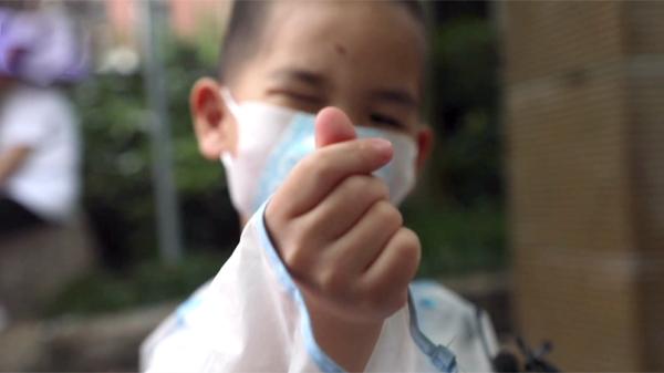 视频 | 5岁萌娃考场外等姐姐:13年后我也要高考了!