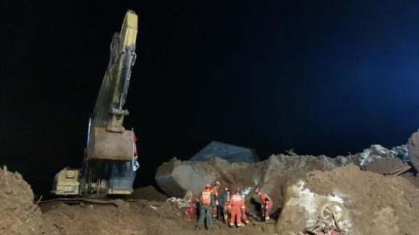 湖北黄梅山体滑坡致9人被埋,已搜救出第七八名被困者