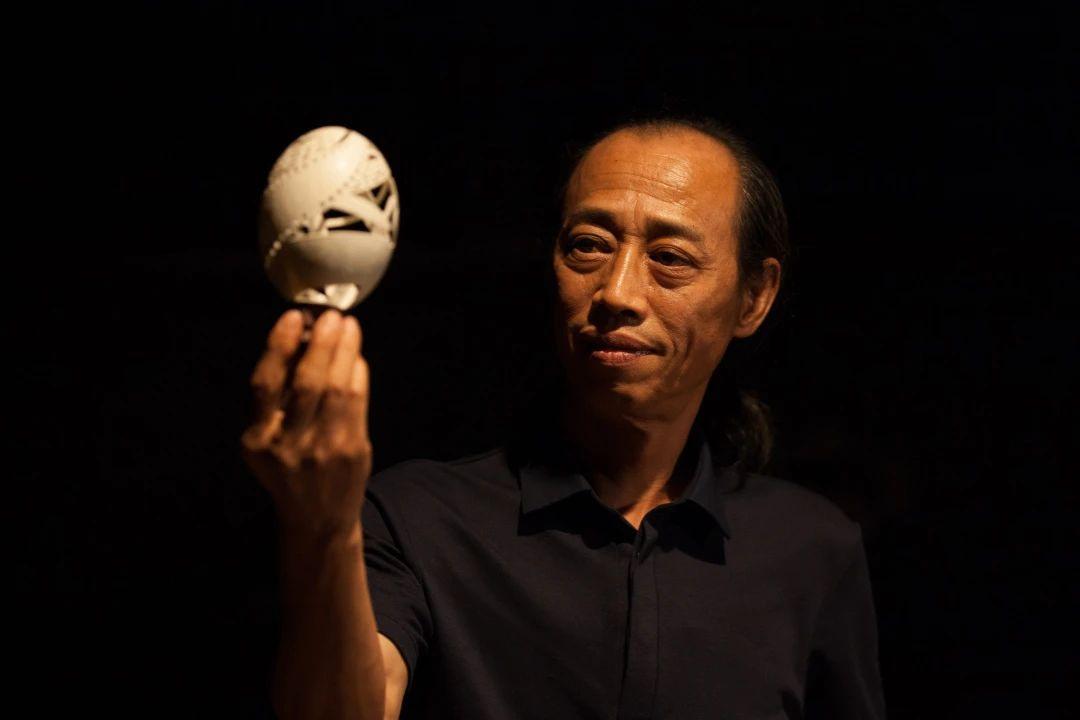 绝了!这部纪录片里的上海爷叔个个都是宝藏!看完发现我的手白长了...