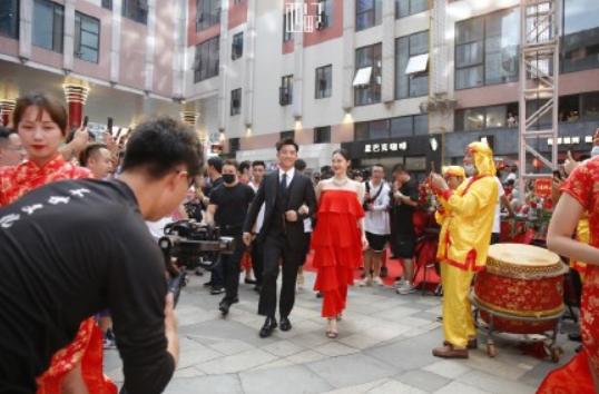 演员郑恺火锅店开张,第一天就被指抄袭成都网红店!你怎么看?