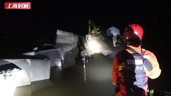 视频   黑夜中,这道光为洪灾受困群众带来希望