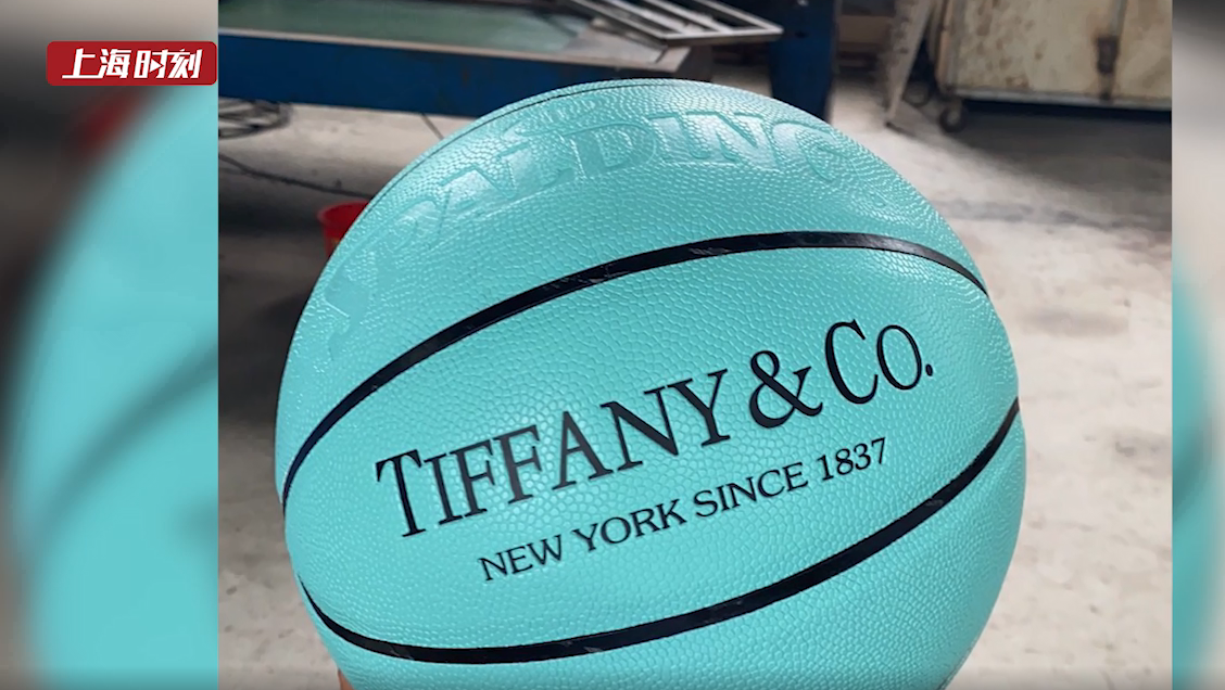 视频   品牌篮球这么便宜?上海警方远赴福建捣毁制假售假窝点