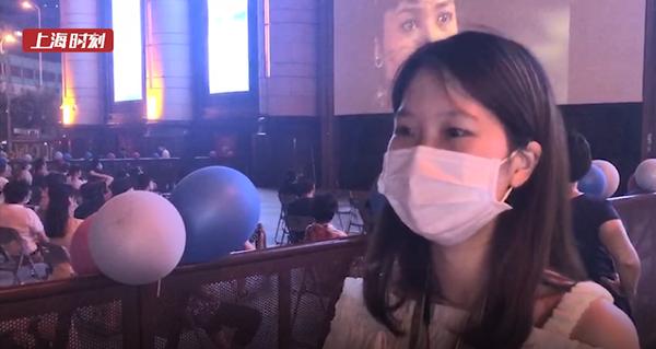 视频 | 露天影展成上海电影节新风景 阿姨穿着旗袍来观影仪式感满满