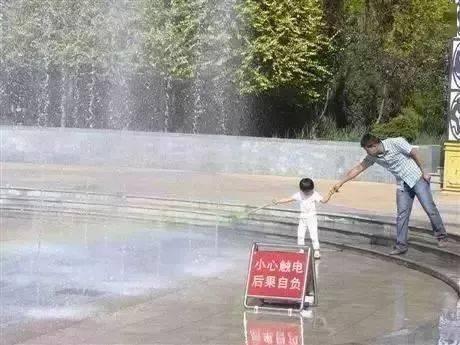 """夏季这种水会""""吃人""""!小区、广场、公园常见,已有多名孩子出事!"""