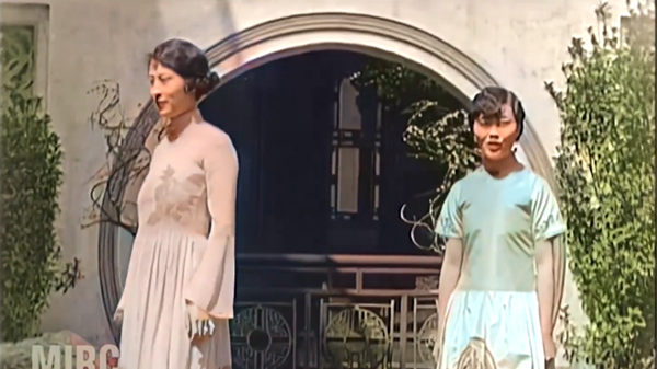 """视频   博主用AI复原百年前上海时装秀:上色后,人物更加""""活生生"""""""
