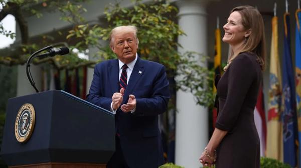 一个让特朗普满心满意的女人与一个更保守的美国