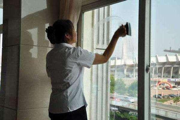 保姆离职前主动开包让雇主检查!上海首个保姆守则来了!